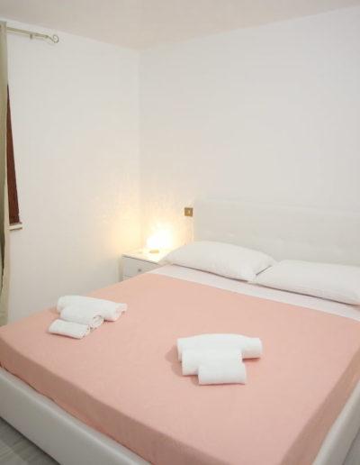 camera da letto matrimoniale, appartamento Perla, Calasetta